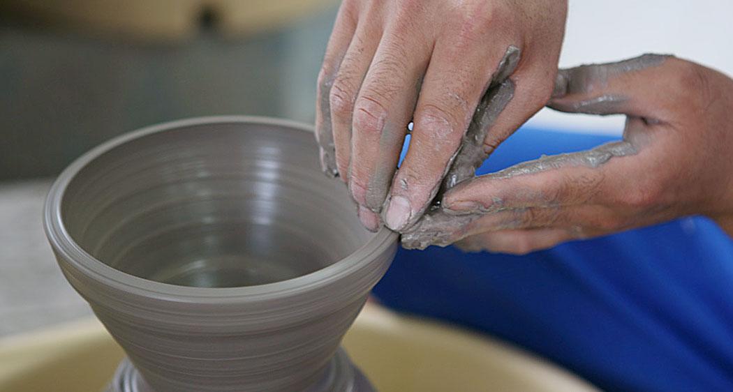 楽しく陶芸体験!オリジナルの器をつくろう!
